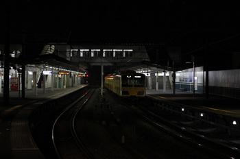 2011年11月15日、西所沢、1番ホームで発車を待つ1241Fの6101レ。