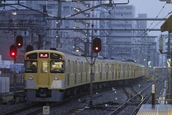 2011年11月19日 6時29分頃、練馬、2085Fの豊島園ゆき回送列車。