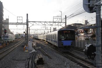 2011年11月20日、保谷、2番ホームから21番線へ向かう5653レだった20152F。