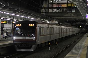 2011年12月9日、清瀬、2番ホームに到着のメトロ10012Fの6439レ(10M運用)。