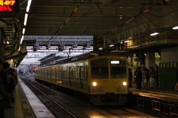 2011年12月20日 6時42分頃、所沢、通過する1261Fの新宿線・上り回送列車。