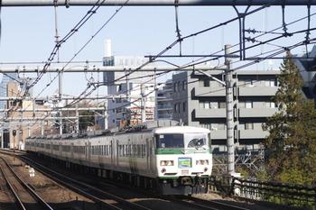 2011年12月25日、高田馬場、踊り子色の185系A8編成の4008Mレ。