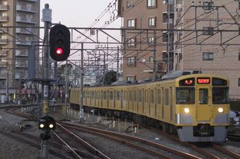 2011年12月30日 16時32分頃、東村山、5番ホームに到着する東村山始発の6352レ用上り回送列車の2059F。