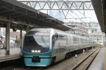 2012年1月3日 9時10分頃、池袋、クハ251-3ほかの回送列車。