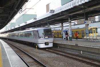 2012年1月9日 15時6分頃、練馬、2153レに追い抜かれる10107Fの下り回送列車。