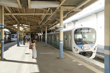 2012年1月8日 13時24分頃、田無、左奥が1257Fの下り回送列車。