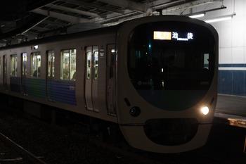 2012年1月20日、西所沢、前照灯が右側だけ点灯のクハ38805(2176レ)。