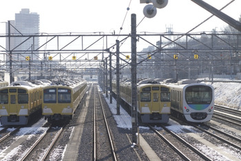 2012年1月25日 8時すぎ、小手指車両基地、留置中のN101系2+2+4連ほか。