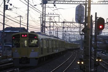 2012年1月28日 6時37分頃、西所沢、4番ホームから引き上げ線へ入る2075F上り回送列車。