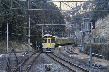 2012年1月29日、西吾野、下り方へ発車した2087Fの回送列車。