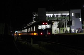 2012年2月10日 21時22分、元加治、通過する20151Fの下り回送列車。