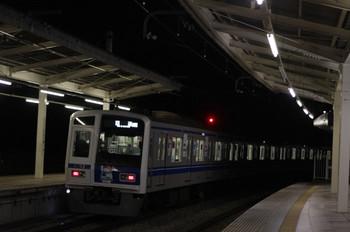 2012年2月21日 19時30分、入間市、6157Fの上り回送列車(08M運用)