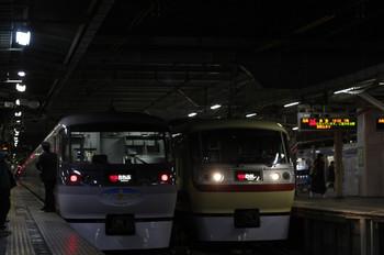 2012年2月12日、所沢、左が38レの10107F。