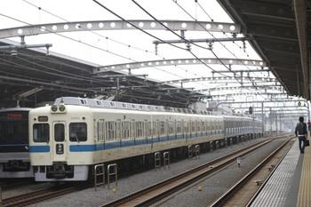2012年3月8日 11時10分、千歳船橋、5063ほかの快速急行 藤沢ゆき。