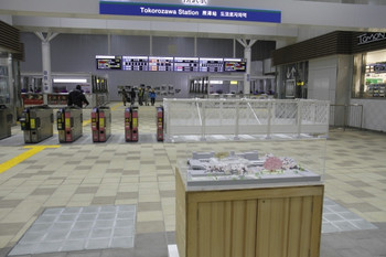 2012年3月8日、所沢、新しい橋上駅舎の改札口。