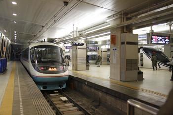 2012年3月10日 17時35分頃、新宿、左がはこね43号の20001F。