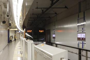 2012年3月9日、池袋、メトロ10032Fの1210M列車。