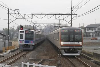 2012年3月17日、元加治、左がわずかに遅れの2141レの6151F。
