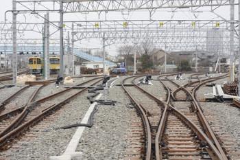 2012年3月31日、保谷、駅側の踏切から電留線を撮影。