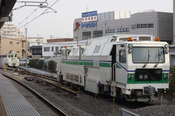 2012年4月3日 朝、東長崎駅、保守用車スペースに止まるマルタイなど