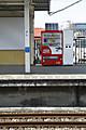 2012年4月8日、仏子、上りホーム中央の新しい飲料自動販売機。
