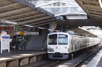 2012年4月12日、東村山、発車を待つ1247Fの6211レ。