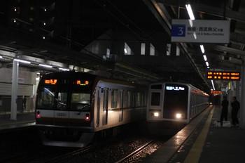 2012年4月13日、西所沢、左が6710レのメトロ10001F。