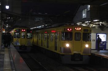 2012年4月17日、所沢、右が2419F+2063Fの2257レ。
