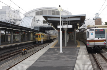 2012年4月19日、東長崎、中央が2419F+2063Fの2104レ。