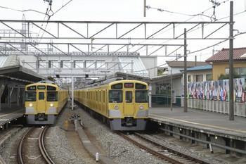 2012年4月21日 14時0分ころ、西所沢、右が2079Fの上り回送列車。