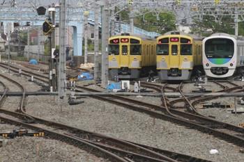 2012年4月26日 6時55分頃、保谷、電留線の23~25番線に並んだ車両。