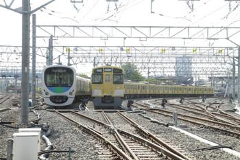 2012年4月28日 14時56分頃、保谷駅電留線、左が38107レ(23番線)、右が2503F+2501F(24番線)。