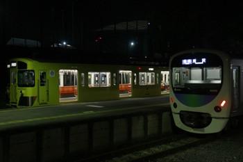 2012年4月29日、西武球場前、右が38105Fの所沢ゆき6194レ。
