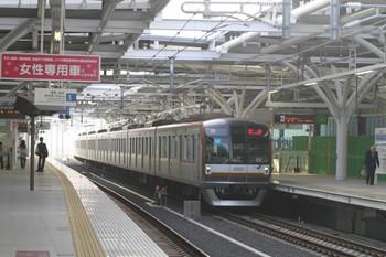 2012年4月29日 6時21分頃、石神井公園、メトロ10001Fの下り回送列車(17S運用)。
