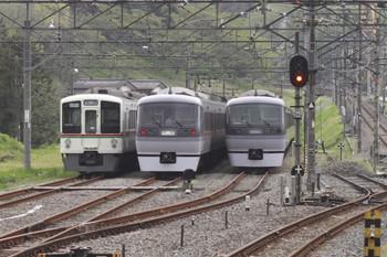 2012年5月1日 12時45分頃、横瀬、左から4009F、入ったばかりの10102F、10103F。