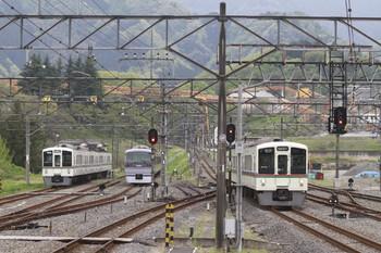 2012年5月1日、横瀬、右端が4015Fの5027レ。