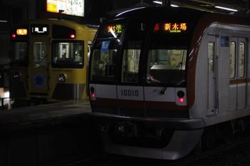 2012年5月9日 18時47分頃、ひばりが丘、左が4番ホームから発車した9105Fの2166レ(?)。