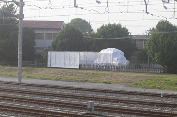 2012年5月17日 午後、保谷、電留線横のSLと梱包されたE12。