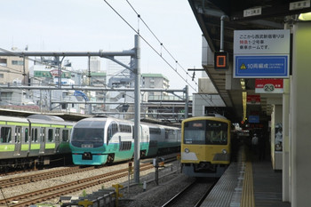 2012年5月26日、高田馬場、右端が3017Fの2629レ。