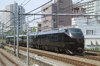 2012年5月26日 9時20分ころ、高田馬場、山手貨物線を池袋方向へ走るE655系5両編成。