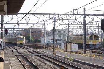 2012年5月29日、所沢、左が1261Fの上り回送列車。