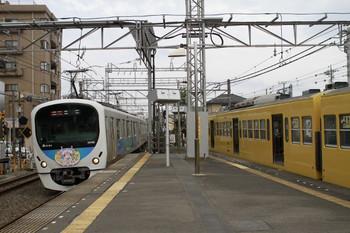 2012年8月11日、西所沢、左がHM付き32102F+38104Fの2133レ。