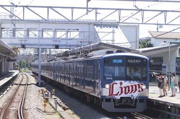 2012年8月19日、西所沢、3357レの3015F。側面の車体広告はありません。