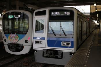 2012年9月1日、所沢、右が6117Fの各停 飯能ゆき(3721レ?)。