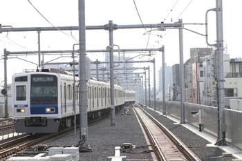 2012年9月30日、石神井公園、6107Fの各停6403レ。