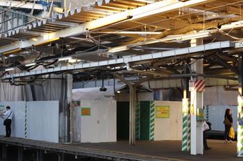 2012年10月1日、所沢、4番ホーム池袋方から2・3番ホーム中央を撮影。