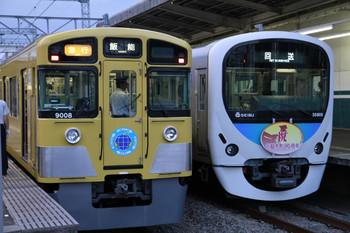 2012年10月6日、西所沢、右が到着したHM付き38108Fの上り回送列車。