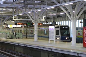 2012年10月8日 6時3分ころ、石神井公園、1番ホームを通過する6152Fの下り回送列車(78S)。