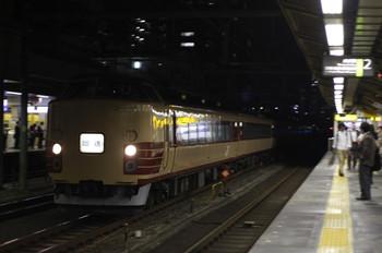 2012年10月24日 17時48分ころ、高田馬場、山手貨物線を池袋方面へ向かう国鉄色の183系または189系の回送列車。