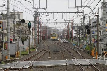 2012年10月28日、大泉学園、仮線を走ってくる1303Fの5723レ。